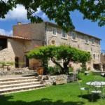 En campagne, au calme, proche du mont Ventoux , situation privilégiée, très belle propriété de 500 m² hab